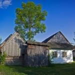 Typická architektúra - dom s drevenou bránou (foto Lukáš Fendek)
